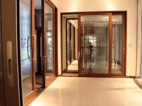 Cửa nhôm vân gỗ Xingfa cao cấp.