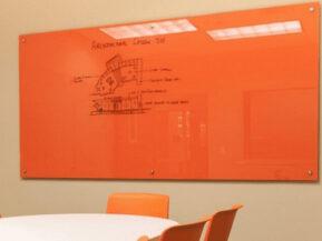 Cắt kính Bảng kính cường lực văn phòng treo tường tại HCM [GIÁ TỐT]