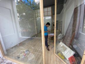 Công trình kính khung gỗ lắp đặt tại TPHCM.