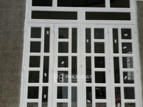 Mẫu cửa đẹp và sang trọng do đội ngũ Phúc Đạt thi công lắp đặt.