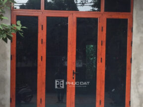 Mẫu cửa nhôm Việt Pháp hệ 4500 màu nhôm giả gỗ sang trọng.