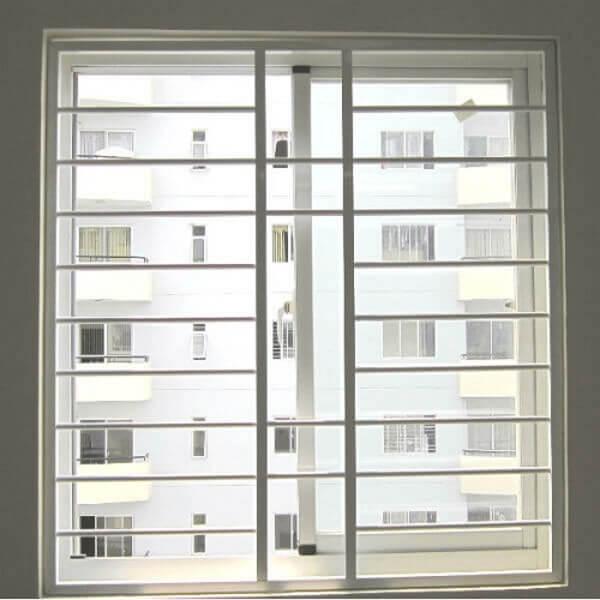 Mẫu cửa nhôm Xingfa có khung bảo vệ lắp đặt giá tốt.