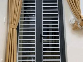 Mẫu cửa nhôm Xingfa có khung bảo vệ an toàn chống trộm 100%