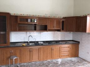 Tủ bếp nhôm giả gỗ làm từ nhôm nội thất Omega Deco cao cấp.