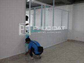 Công trình cửa & vách nhôm sơn tĩnh điện hệ 1000 Phúc Đạt thi công tại Tân Phú, TPHCM.