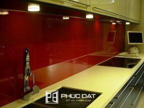 Kính cường lực sơn màu có độ bền vượt trội hơn hẳn kính sơn màu thường.