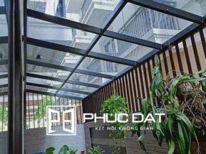 Mái kính sân vườn đẹp & an toàn chống trộm lắp đặt bởi Phúc Đạt.
