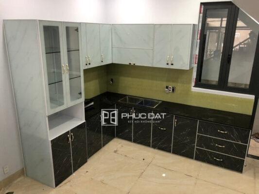 Công trình tủ bếp nhôm kính ghép film vân đá tại Quận Gò Vấp